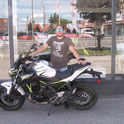 Roll out einer Kawasaki Z 650! Es freut uns, dass wir an Marcus eine Kawasaki Z 650 übergeben dürfen. Wir wünschen viel Spaß und viele unfallfreie Ausfahrten.