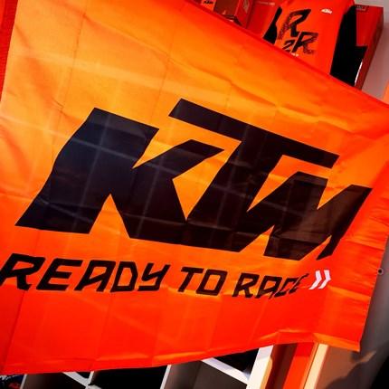 Ready to Race? Seid ihr für die Moto GP gut vorbereitet?  Ready to Race? Für die Moto GP gut vorbereitet?  Moto GP Flagge XXL & KTM Fußmatte bei uns erhältlich!!!