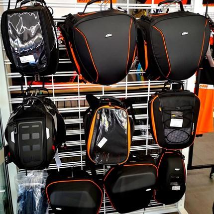 Tankrucksack , Hecktasche, Seitenkoffer, Topcase  und viel mehr !!  Ihr sucht das passende Gepäck für eure Reise oder einen Tankrucksack für eine kleine Tour? Dann seid ihr bei uns genau richtig ... Weiter >>