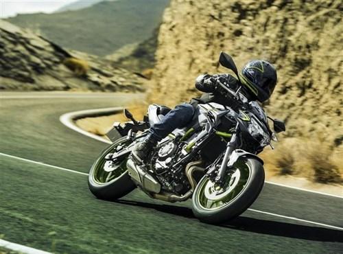 Kawasaki presenta un trío de bicilíndricas en 2021