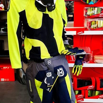Husky Motocross - verschiedene Designs. Kommt vorbei!  Husky Motocross Bekleidung - verschiedene Designs. Kommt vorbei!