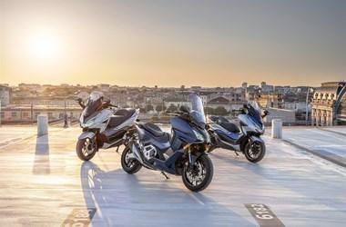 /newsbeitrag-honda-forza-premium-roller-reihe-2021-neu-mit-forza-350-und-forza-750-392062