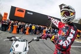 Erleben Sie bei einem virtuellen Rundgang den KTM Walzer Flagshipstore in Spielberg  https://mpembed.com/show/?m=5LXWhR2E4GZ&mpu=671