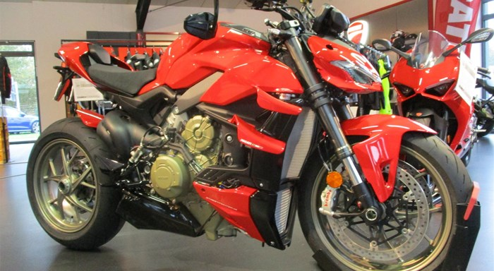DUCATI STREETFIGHTER V4 - EDIZIONE ROSSO made by Team Wahlers