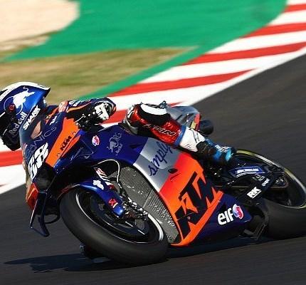 Miguel Oliveira siegt beim letzten Rennen der MotoGP Saison 2020!  Der letzte Sieger in der MotoGP-Saison 2020 heißt Miguel Oliveira! Der portugiesische Pole-Setter triumphiert bei seinem ... Weiter >>