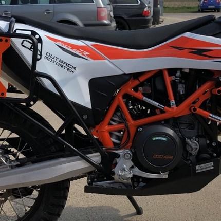 Kofferträger  KTM 690 Enduro R  ab 2019 >  KTM 690 Enduro R – Kofferträger €190.00 – €250.00 Die Adventure Moto / Outback Motortek X-Frames für die KTM 690 Enduro R sind d... Weiter >>