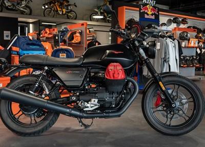 Kini News Moto Guzzi V7 III Carbon