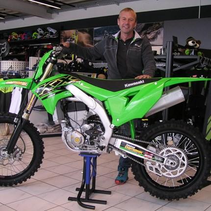 Erste KX 450/2021 ausgeliefert!!  Nach langer Zeit hat heute Mario wieder eine Kawasaki in Empfang genommen! Wir wünschen mit der neuen Kawasaki KX 450 viel Spaß... Weiter >>