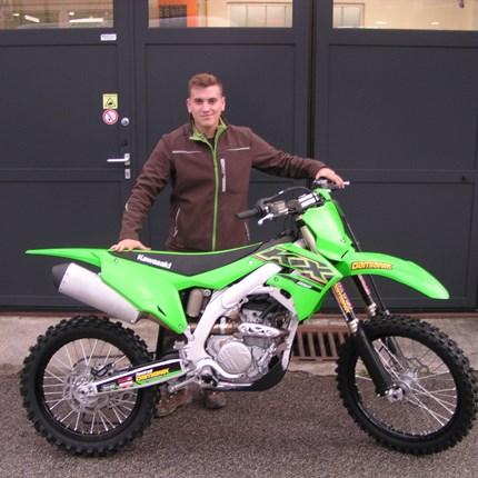 Kawasaki KX 250/2021 übergeben!  Es freut uns, dass wir heute an Alex eine brandneue Kawasaki KX 250/2021 übergeben dürfen! Wir wünschen viel Spaß und viel Erfol... Weiter >>