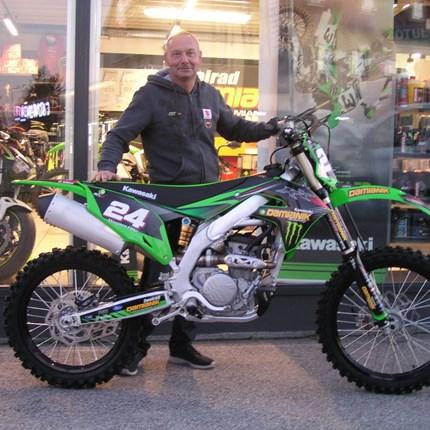 Roll out einer Kawasaki KX 250/2021  Wer einen E-Starter hat, ist klar im Vorteil! Für Otto Grund genug das Bike zu tauschen! Wir wünschen mit den neuen Bike viel Sp... Weiter >>