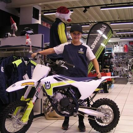 Wenn man brav ist, bringt der Nikolaus tolle Sachen!!  Luca war heuer anscheinend sehr brav! Der Nikolaus brachte eine neue Husqvarna TC 65!! Wir wünschen den jungen Crosser viel Spaß... Weiter >>