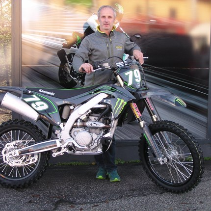 Die edle graue Eminez ist bereit für die MX-Strecken!  Die Kawasaki KX 250 / 2021 von Günter ist fast nicht wieder zuerkennen. Sie entpuppt sich als graue Eminenz. Fast zu Schade für ... Weiter >>