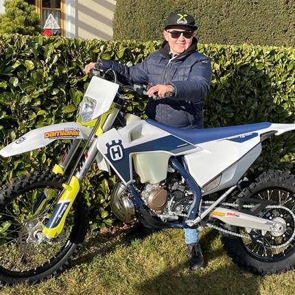 Junger Endurist mit neuen Arbeitsgerät!  Die große Leidenschaft von Paul ist Enduro-fahren!! Das 85ccm Bike wird schon zu klein also ist man auf der Suche nach einen gee... Weiter >>