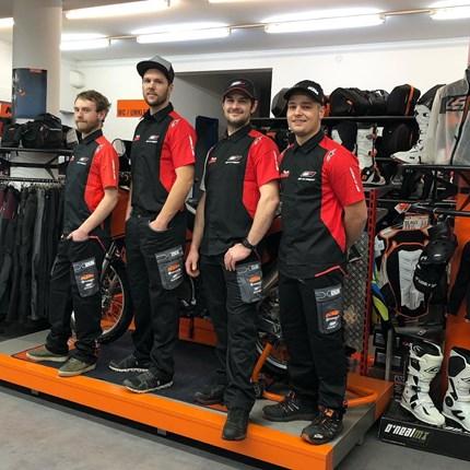 Motobike Team steht für euch bereit ! Winterzeit ist Servicezeit!  Motobike Team steht für euch bereit ! Winterzeit ist Servicezeit! Fragt auch nach unserem Abholservice !