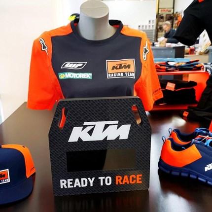 KTM Racing Team Wear | Watch   Wir versenden auch! Ruft uns an oder schreibt eine Mail !