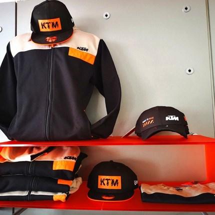 KTM Sweatshirts | T-Shirts | Basecaps  *Click & collect*  Wir versenden auch! Ruft uns an oder schreibt eine Mail !