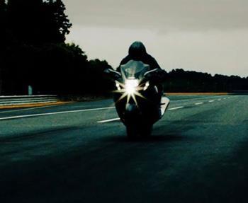 Da steckt was im Busch: Vor kurzem wurde ein neues Motorrad Modell gesichtet! Wann lüftet Suzuki das Geheimnis?
