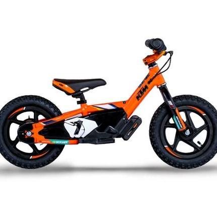 NEW***KTM & HQV  Replica Drive*** Zwei Größen 12eDrive + 16 eDrive KTM / HQV REPLICA 12EDRIVE Ideal für 3-5-Jährige unter 34 kg, mit 35-51 cm Innenbeinlänge  ... Weiter >>