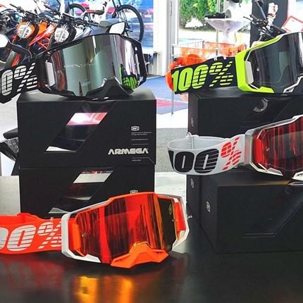 100 % ARMEGA Motocrossbrillen !! NEU !!   100 %ARMEGA Motocrossbrillen -NEU !! Verschiedene Designs - kommt vorbei !!