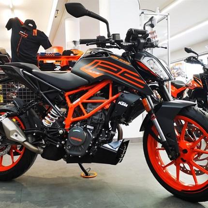 KTM 125 Duke 2021 !!  JETZT BEI UNS BESTELLEN ! Sei einer der ersten glücklichen Besitzer ! * LED-Scheinwerfer * TFT-Display  * ABS **Zustellung ... Weiter >>