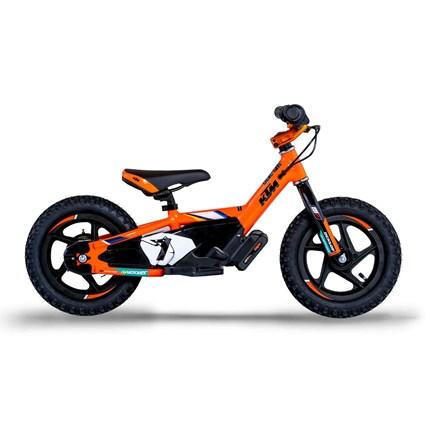KTM FACTORY REPLICA STACYC 12eDRIVE & 16eDRIVE  Mit den neuen elektrischen Laufrädern haben die Kleinsten eine Möglichkeit schon auf zwei Rädern groß zu werden. So können zukün... Weiter >>