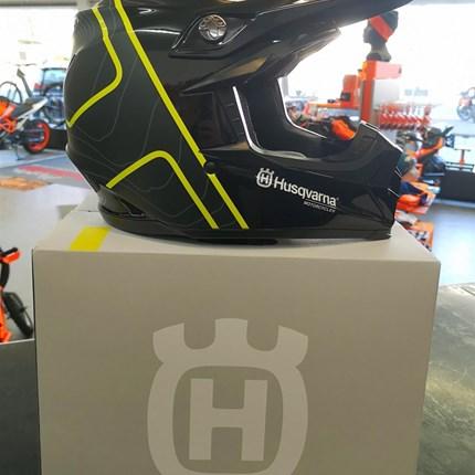 MOTO 9 MIPS GOTLAND HELMET  MOTO 9 MIPS GOTLAND HELMET     - Exklusiv für Husqvarna Motorcycles von Bell     - Offroad-Allround-Helm mit optimaler Passfor... Weiter >>