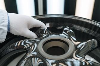 Bild zum Bericht: thyssenkrupp Carbonfelgen für Kawasaki Z900RS und Ducati Panigale V4, V4 S und V4 R!