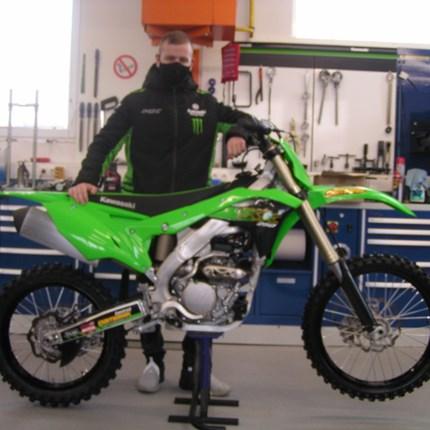 Für Filip kann die MX-Saison starten!  Filip startet mit seiner Kawasaki KX 250 in die neue MX- Saison. Wir wünschen viel Spaß und viel Erfolg!