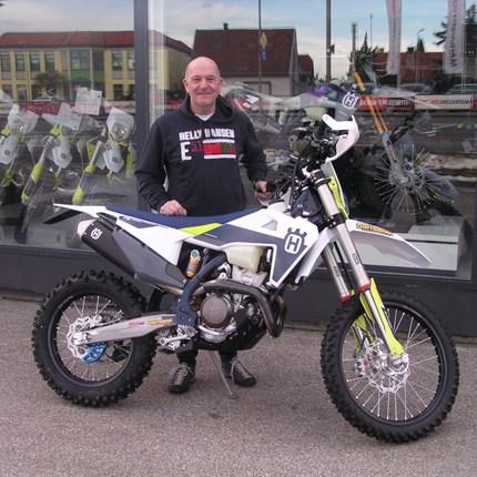 Neues Bike für die neue Enduro-Saison!  Es freut uns, dass wir an Christian eine neue Husqvarna FE 350 übergeben dürfen. Wir bedanken uns für das entgegengebrachte vert... Weiter >>