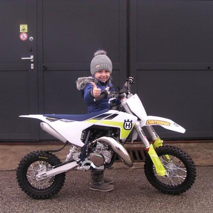 Wenn Vater und Tochter die selben Interessen haben!!  Der MX-Sport spielt in der Familie eine große Rolle. Papa ist begeisterter Motocrosser. Da darf man sich nicht wundern, dass die... Weiter >>