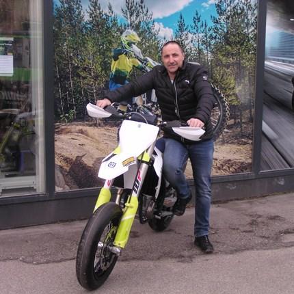 Roll out einer neuen Husqvarna FS 450 !  Martin hat sich seinen motorisierten Traum erfüllt! Seine neue Husqvarna FS 450 ist startklar! Wir wünschen viel Spaß und bedank... Weiter >>