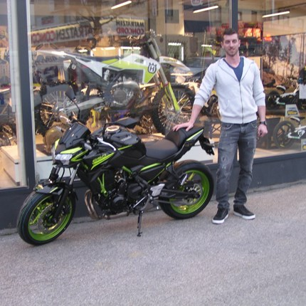 Das lange Warten hat ein Ende!!  Für Lukas hat das lange Warten endlich ein Ende. Seine Kawasaki Z 650/2021 wurde geliefert und umgehend ausgeliefert! Wir wünsch... Weiter >>