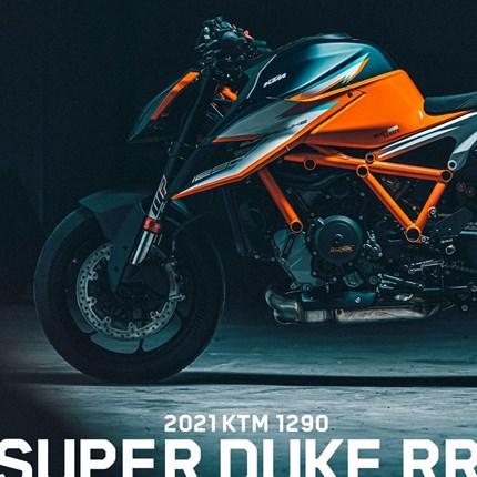 1290 Super Duke RR - Limitiert auf 500 Stück   KEINE ATEMPAUSE: DIE KTM 1290 SUPER DUKE RR DONNERT AUF DIE BÜHNE Die wichtigsten Features der KTM 1290 SUPER DUKE RR im Überb... Weiter >>