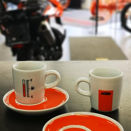 KTM RADICAL ESPRESSO CUP SET  KTM RADICAL ESPRESSO CUP SET     - Set bestehend aus zwei Tassen und zwei Untertassen     - 100 % Porzellan