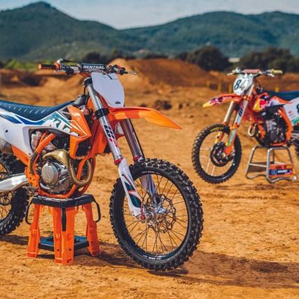 KTM SX MODELLE 2022 - JETZT VORBESTELLEN !!  KTM OffroadModelle 2022 - JETZT VORBESTELLEN !! PhotographSebas Romero