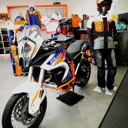 Ready to adventure?  Ready to adventure? Wir haben das passende Motorrad unddie Motorradbekleidung dazu ! Kommt vorbei !