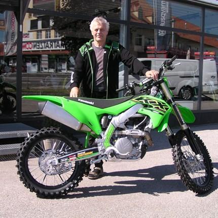 Übergabe der letzten KX 450 / 2021  Es freut uns, dass wir an Gerhard unsere letzte KX 450 der Modellreihe 2021 übergeben dürfen! Wir wünschen viel Spaß und ... Weiter >>
