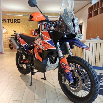 KTM 790 Adventure R motocenter hegau edition  Wir zeigen dir hier exemplarisch eine KTM 790 Adventure R als motocenter-hegau edition mit folgenden Ausstattungsdetails:   ... Weiter >>