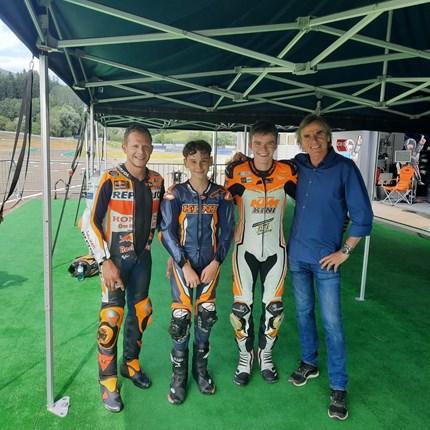 KINI Road Racing Team  Am vergangenen Wochenende hatte das KINI Road Racing Team die Möglichkeit am Red Bull Ring mit Stefan Bradl zu ... Weiter >>