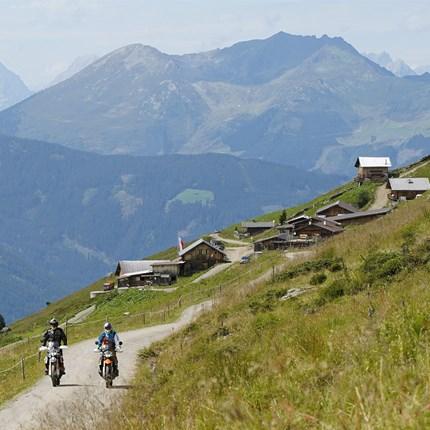 Offroad mit Klaus Kinigadner im Zillertal  Uderns im Zillertal   Tirol – Mit der KTM 890 Adventure R bringt der Motorradhersteller aus dem oberösterreichischen ... Weiter >>
