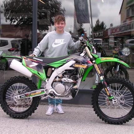 Verstärkung auf den MX-Strecken!!!  Es freut uns, dass der MX-Sport bei der Jugend immer beliebter wird. Wir dürfen heute an Flo eine top gestylte Kawasaki KX ... Weiter >>