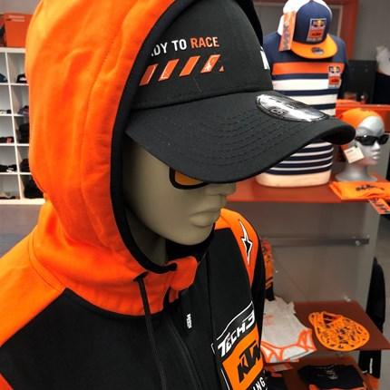 KTM POWERWEAR shoppen….  ….im Geschäftoder bequem von zu Hausein unserem Onlineshop www.ktmdirekt.at