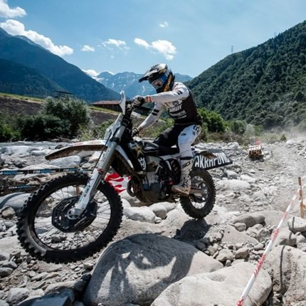 Push the limits with Husqvarna Motorcycles' 2022 TE 300i and FE 350 Rockstar Editions Underlining Husqvarna Motorcycles' commitment to producing the very best offroad machinery, the MY22 TE 300i and FE 350 ... Weiter >>