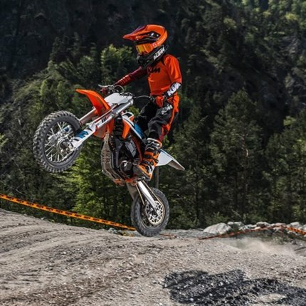 EUROPEAN JUNIOR E-MOTOCROSS TO ELECTRIFY 2021 MOTOCROSS OF NATIONS THIS WEEKEND KTM is plugged in and ready to buzz the biggest stage in international motocross thanks to the brand-new European Junior ... Weiter >>