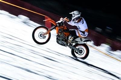 Daniel Stocker gewinnt Snow Speed Hill Race 2017 Beim 9. Snow Speed Hill auf der Reiteralm wiederholte Daniel Stocker (2Rad Lenz Racing Team) in der Motorrad-Klasse 2 seinen ... Weiter >>