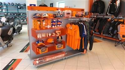 Unser KTM-Shop In unserem KTM-Shop bieten wir Ihnen eine große Auswahl an KTM-Powerparts und KTM-Powerwear! Schauen Sie doch einfach mal bei uns ... Weiter >>