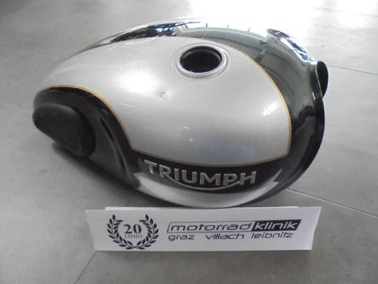Triumph Tank Boneville Bobber Bj 2017 mit kleinen Beschädigungen statt € 1420.- um € 990.-