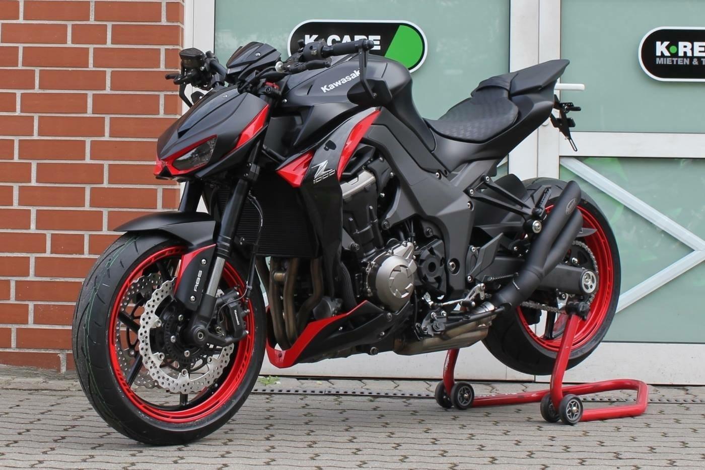 Umgebautes Motorrad Kawasaki Z 750 Black Edition von