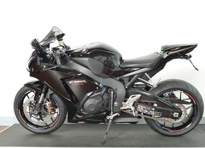 Honda CBR1000RR Fireblade Serienmotorrad