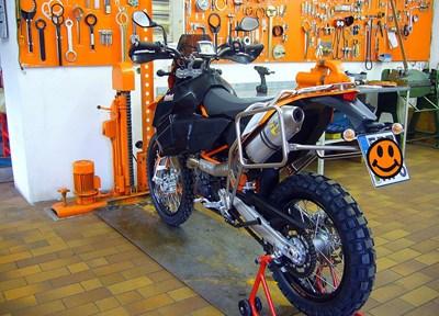 KTM 690 Enduro R Stark umgebaut